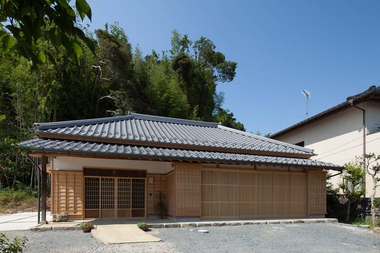 古民家再生住宅-家族と風土を見守る家-: 株式会社 井川建築設計事務所が手掛けた家です。