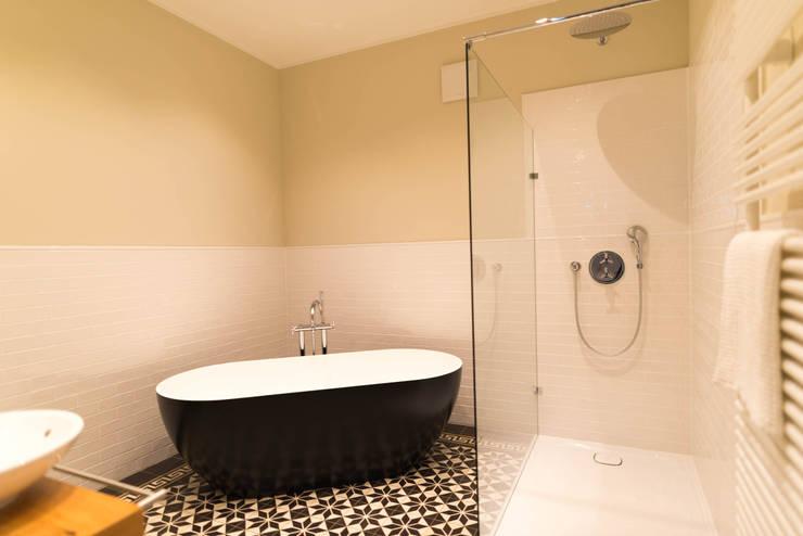 Ванные комнаты в . Автор – raumdeuter GbR, Рустикальный