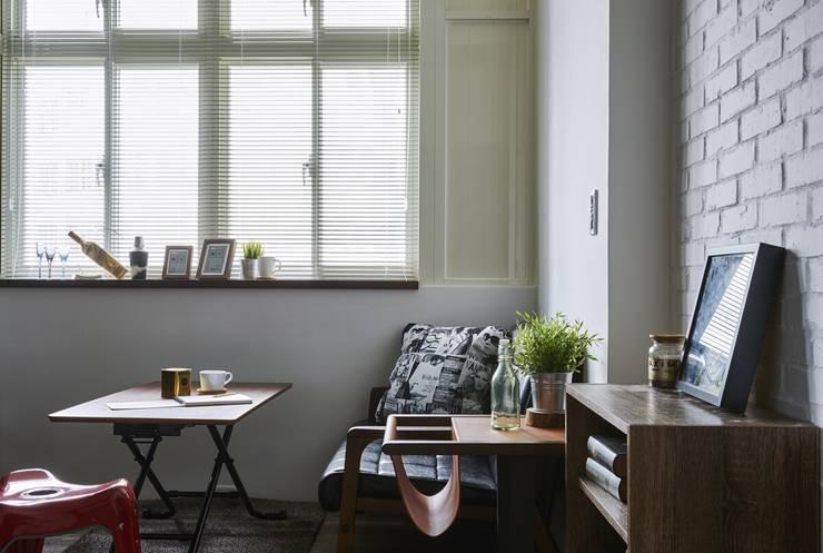 濃淡適宜 摩登輕工業魅力:  客廳 by 第宅空間設計