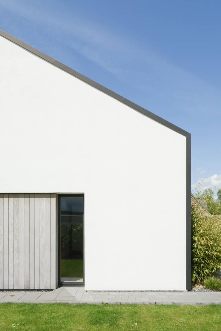 Haus V:  Einfamilienhaus von Sieckmann Walther Architekten,