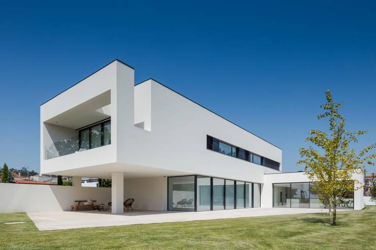 Houses by HUGO MONTE | ARQUITECTO