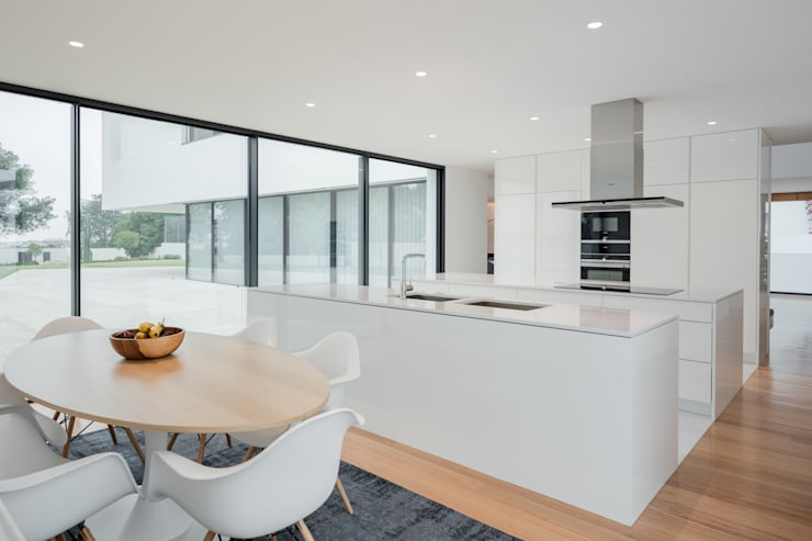 Built-in kitchens by HUGO MONTE | ARQUITECTO