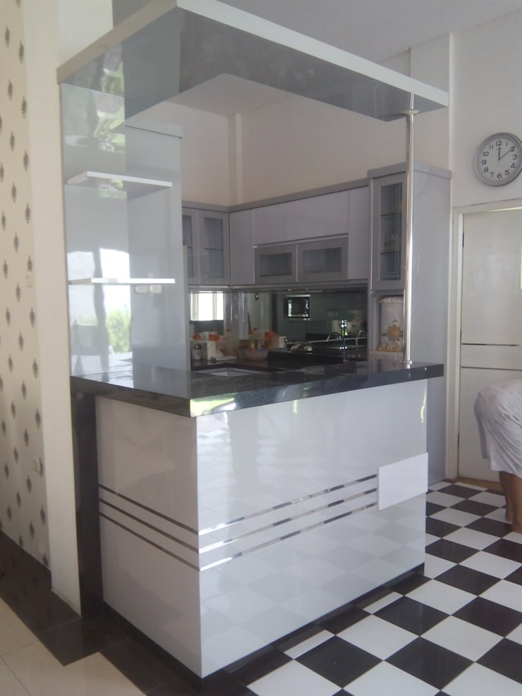 Kitchen Set Perumahan Villa Puncak Tidar Malang: modern Kitchen by  the OWL