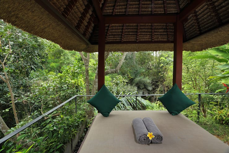 Temuku Ubud:  Hotels by WaB - Wimba anenggata architects Bali