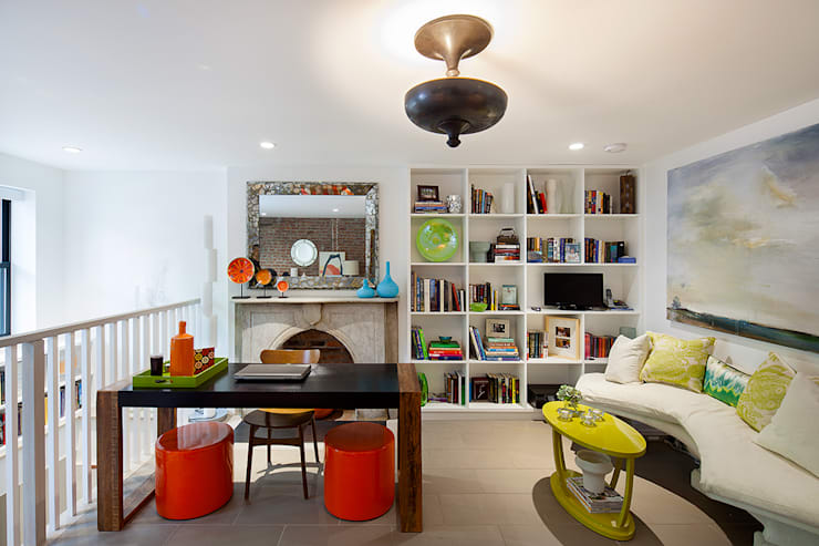 Carroll Gardens Townhouse:  Study/office by andretchelistcheffarchitects
