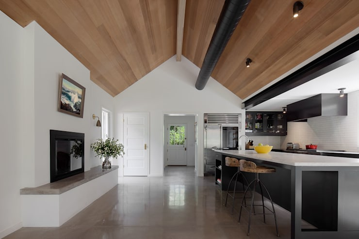 Shelter Island Country Home: industrial Kitchen by andretchelistcheffarchitects