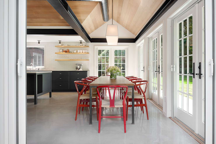 Shelter Island Country Home: industrial Dining room by andretchelistcheffarchitects
