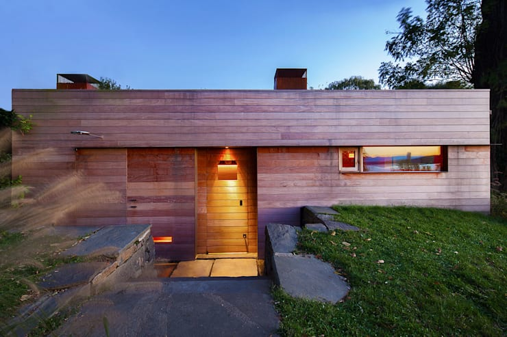 Hudson Valley Spa:  Wooden houses by andretchelistcheffarchitects