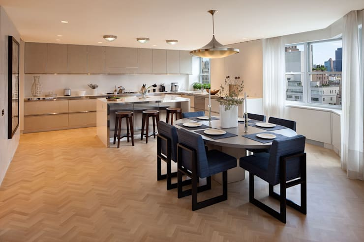 Upper East Side Apartment: modern Dining room by andretchelistcheffarchitects