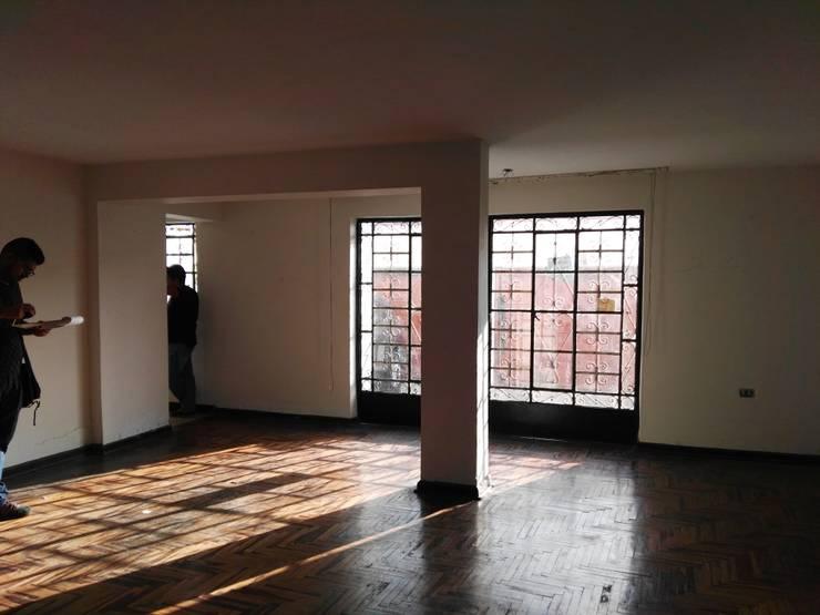 Salas / recibidores de estilo moderno por Kuro Design Studio