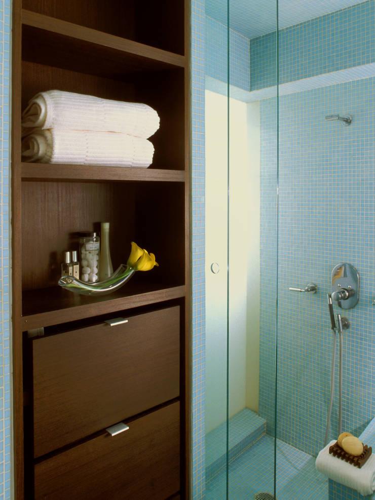 greenwich village duplex: modern Bathroom by Kimberly Peck Architect