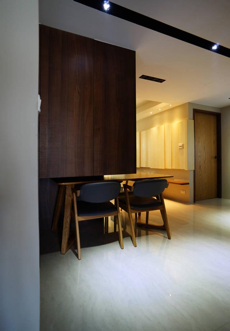 全室案例-新北市黃宅:  餐廳 by ISQ 質の木系統家具