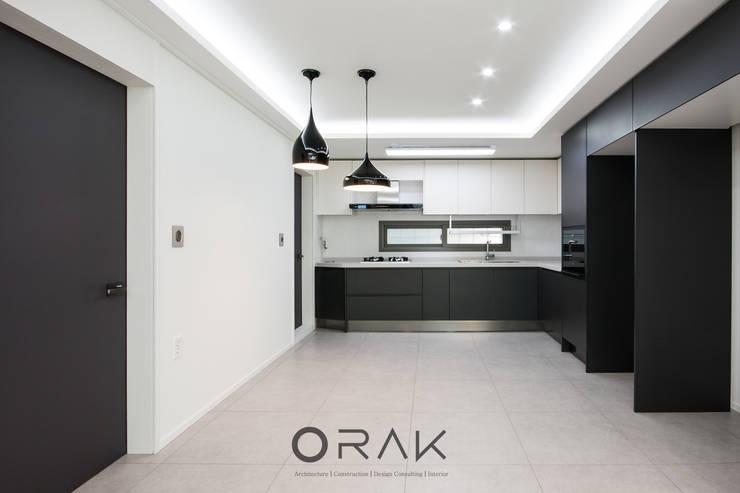 서현동 동양파크빌 / 30평형 아파트 인테리어: 오락디자인의  주방,모던