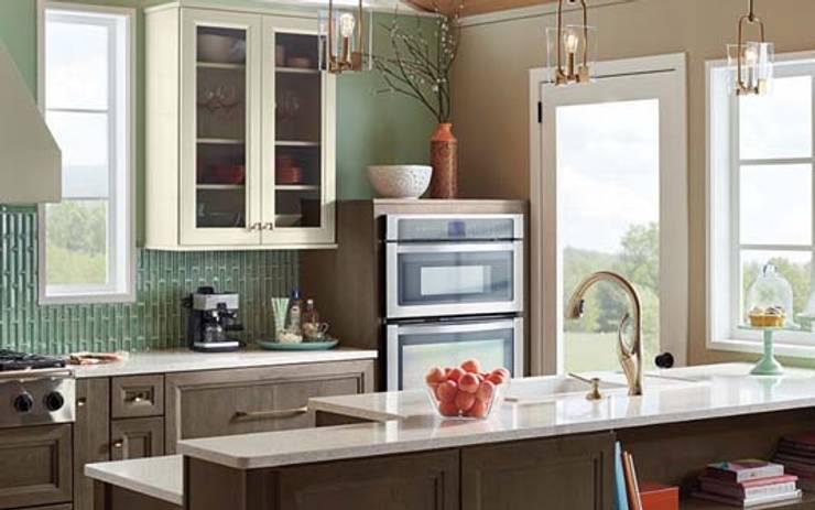 Residential Interior :  Kitchen by Manoj Interior Decorator