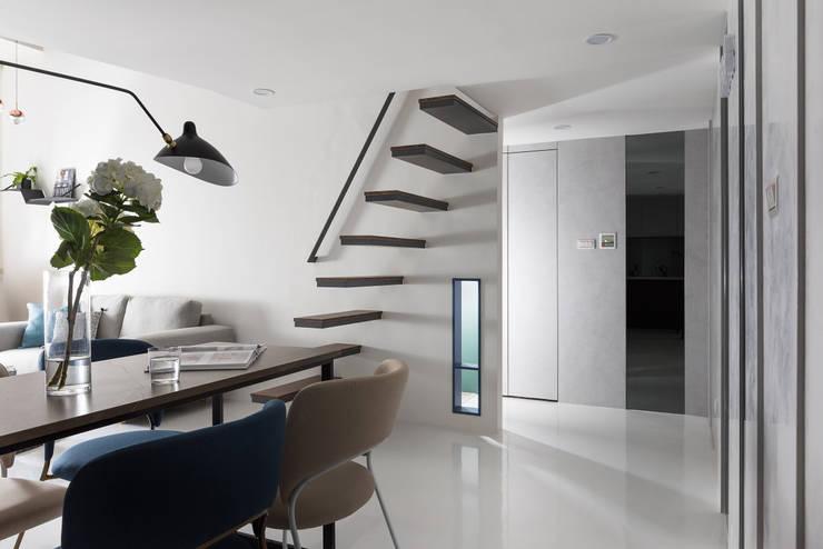 爵士藍調:  走廊 & 玄關 by 寓子設計