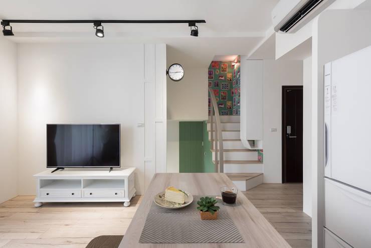 花語:  客廳 by 寓子設計