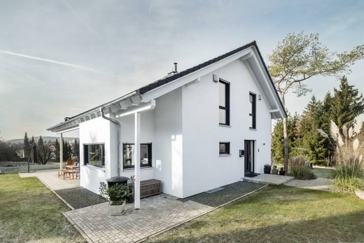 Nhà gia đình by wir leben haus - Bauunternehmen in Bayern