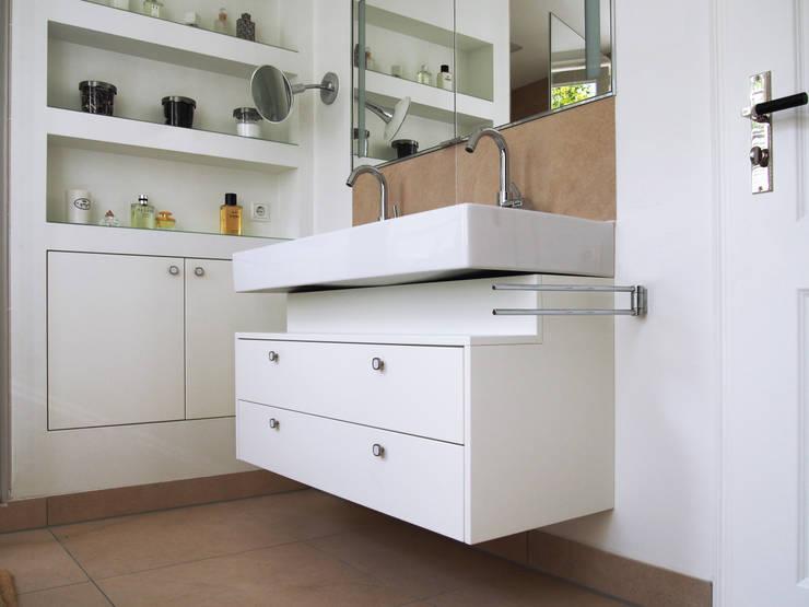Waschtisch:  Badezimmer von Schädlich Möbeldesign GmbH & Co. KG