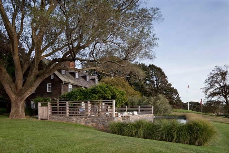 Shelter Island Pool & Terrace:  Garden by andretchelistcheffarchitects
