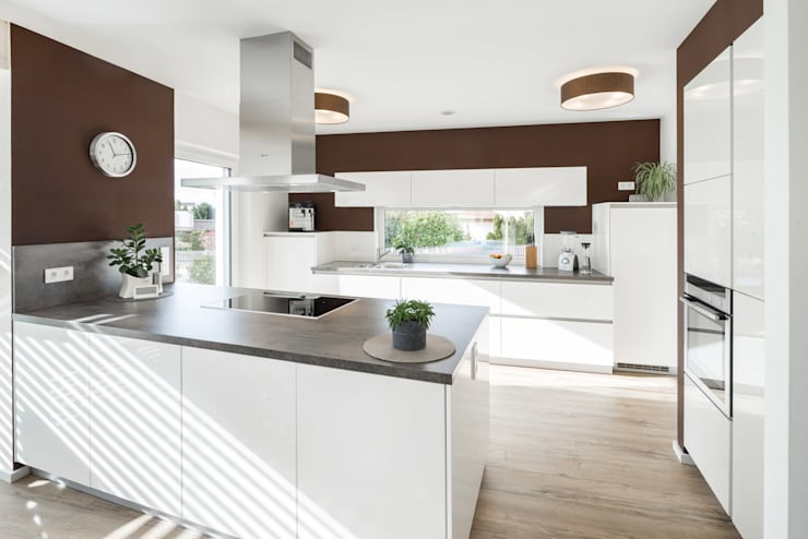 Effizienzhaus in innovativer Massivholzbauweise:  Küche von wir leben haus - Bauunternehmen in Bayern