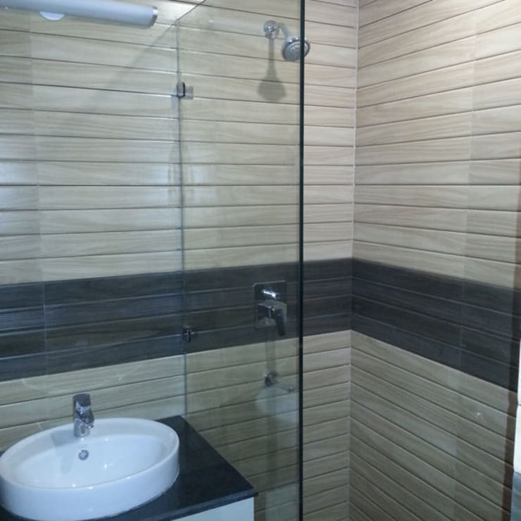 Silver Oaks Gurgaon:  Bathroom by Radian Design & Contracts