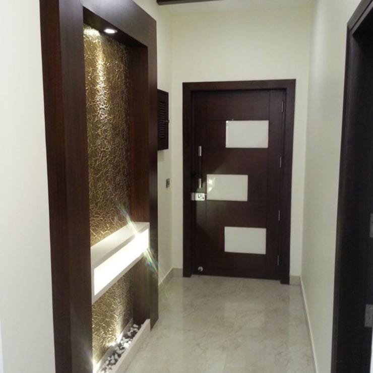 Silver Oaks Gurgaon:  Corridor & hallway by Radian Design & Contracts