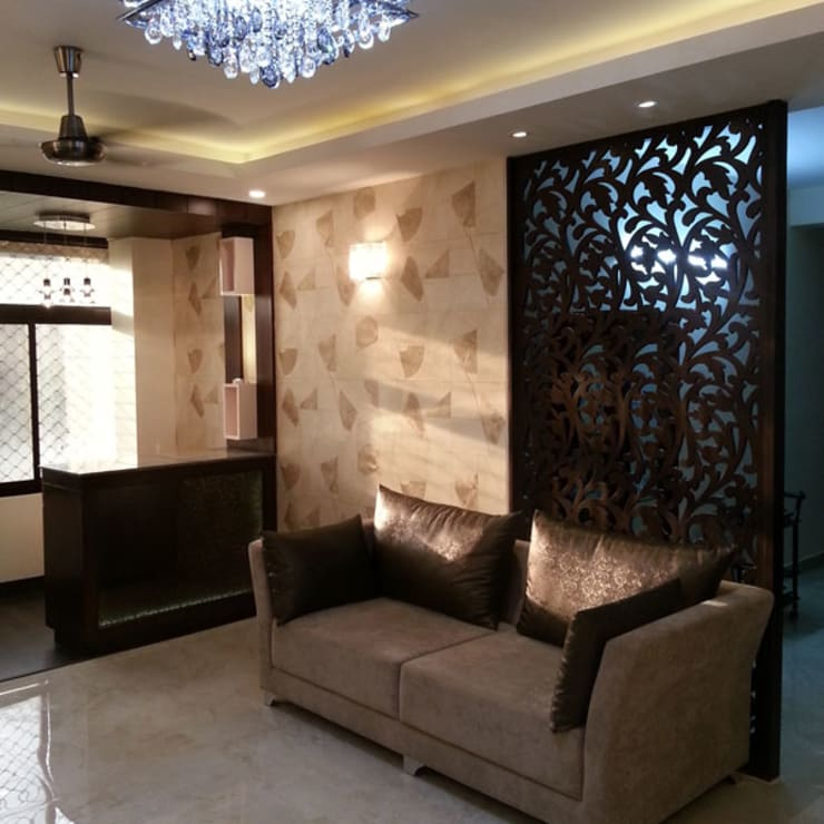 Silver Oaks Gurgaon:  Living room by Radian Design & Contracts