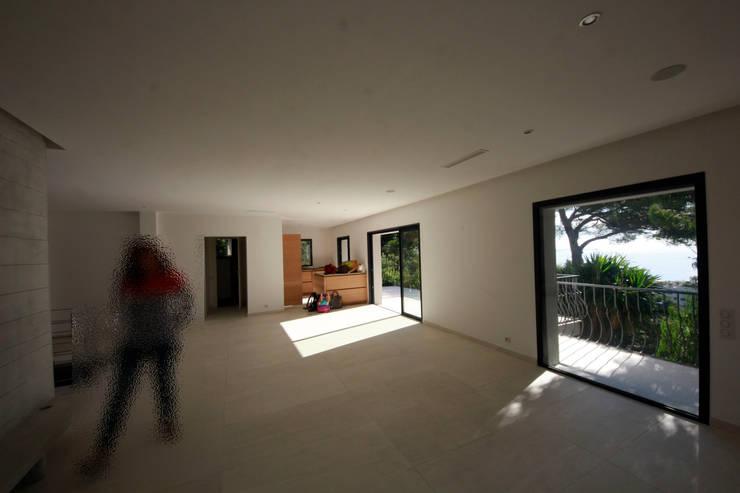 Prima della ristrutturazione:  in stile  di MBquadro Architetti