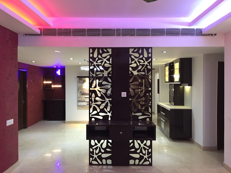 Vatika City - Gurgaon:  Corridor & hallway by Radian Design & Contracts