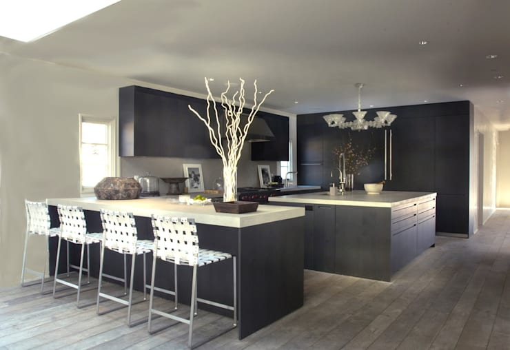 Plunkett Place:  Kitchen by andretchelistcheffarchitects