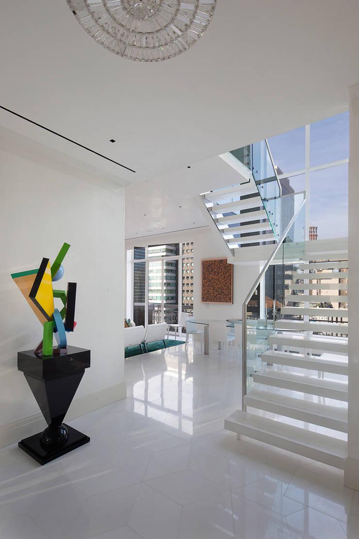 Park Avenue Duplex:  Corridor & hallway by andretchelistcheffarchitects