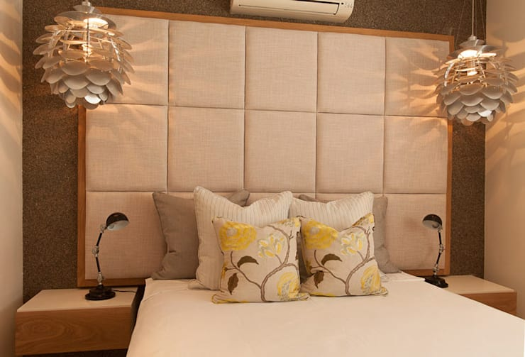 House Varyani:  Bedroom by Redesign Interiors
