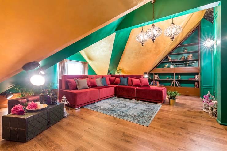 Мансарда для путешественника: Гостиная в . Автор – Школа Ремонта