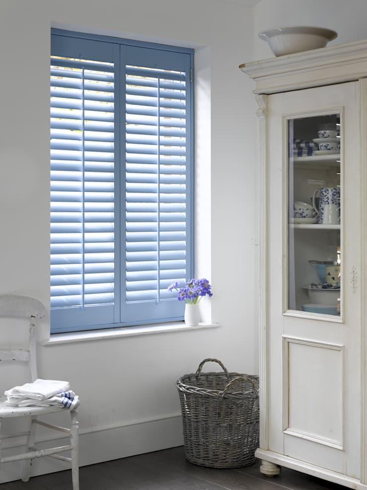 Plantation Shutters—Dining Rooms: modern Dining room by TWO Australia