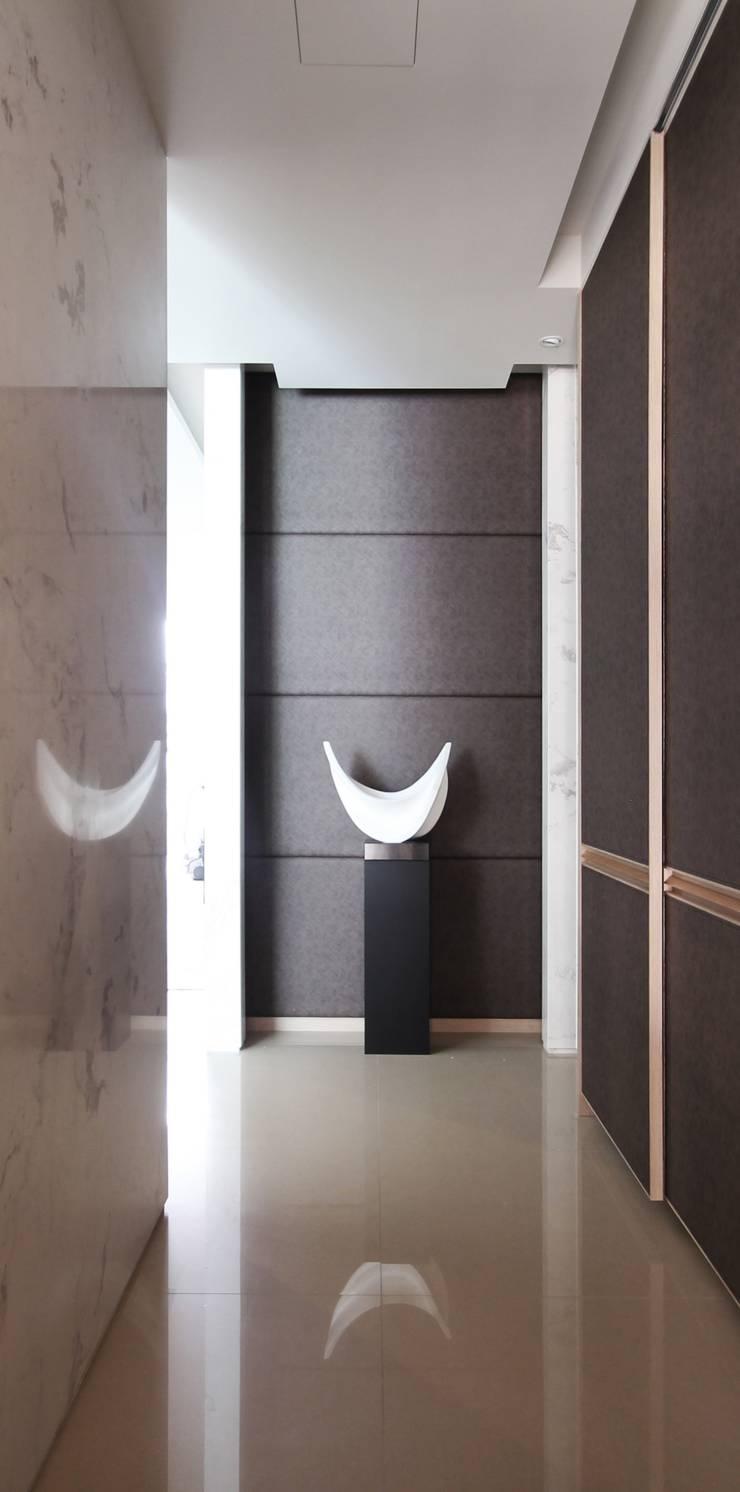 中區 複層住宅:  客廳 by 馬汀空間設計