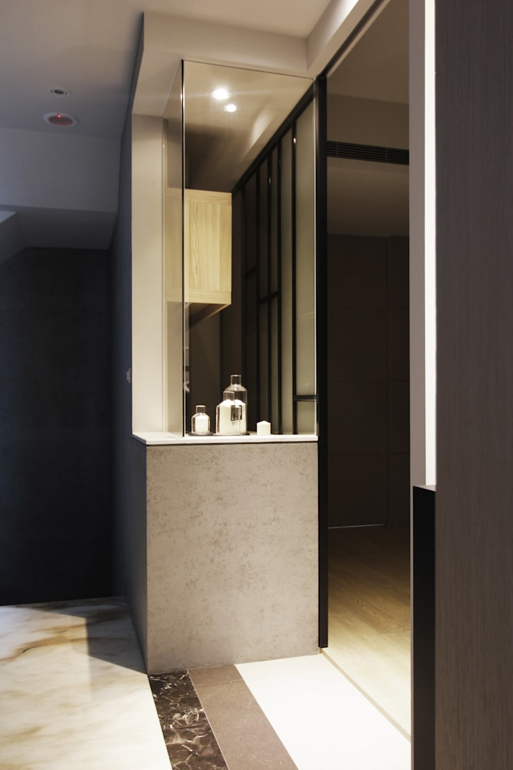中區 複層住宅:  走廊 & 玄關 by 馬汀空間設計