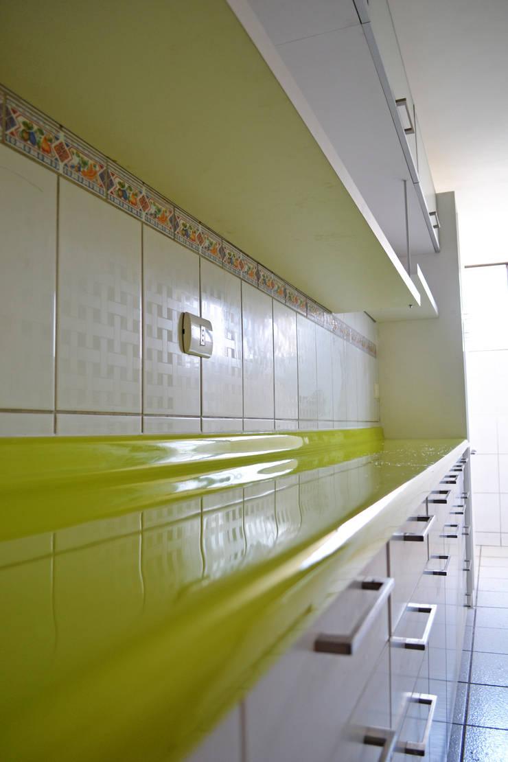 Remodelación Cocina Depto Dalia: Cocinas de estilo moderno por ARCOP Arquitectura & Construcción
