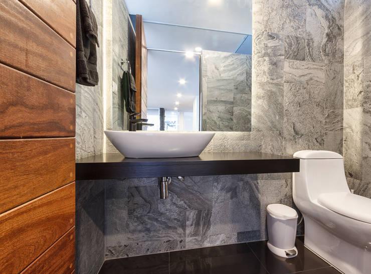 Bathroom by SANTIAGO PARDO ARQUITECTO, Modern