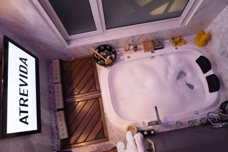 RESIDENCIAL: Baños de estilo  por LUMBRA