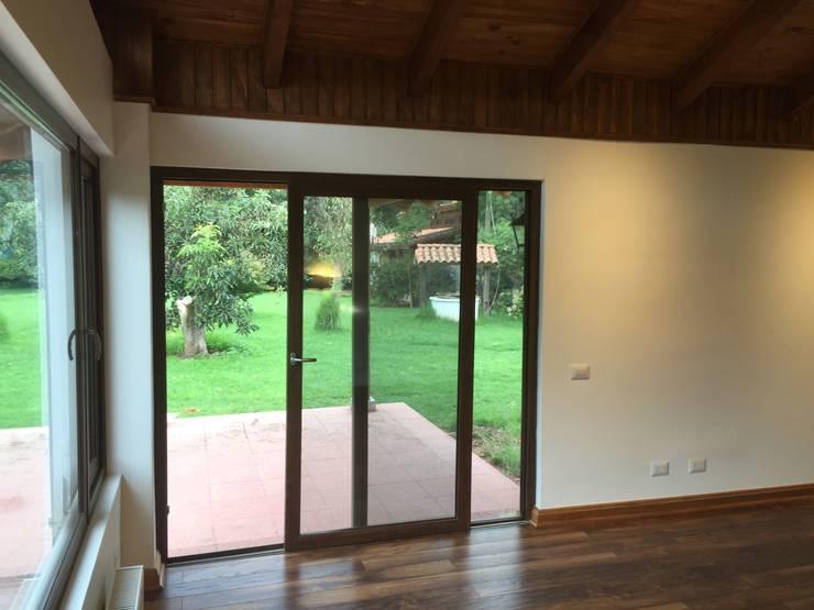 Remodelación Casa Mallarauco: Puertas de estilo  por ARCOP Arquitectura & Construcción