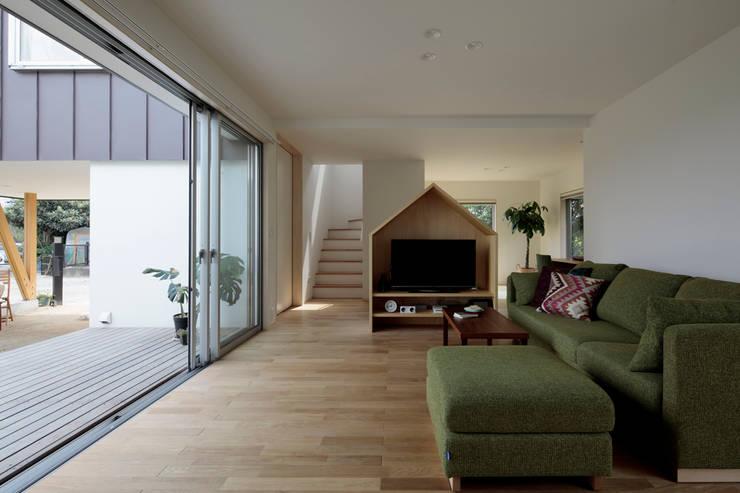 岩松の家: arc-dが手掛けたリビングです。