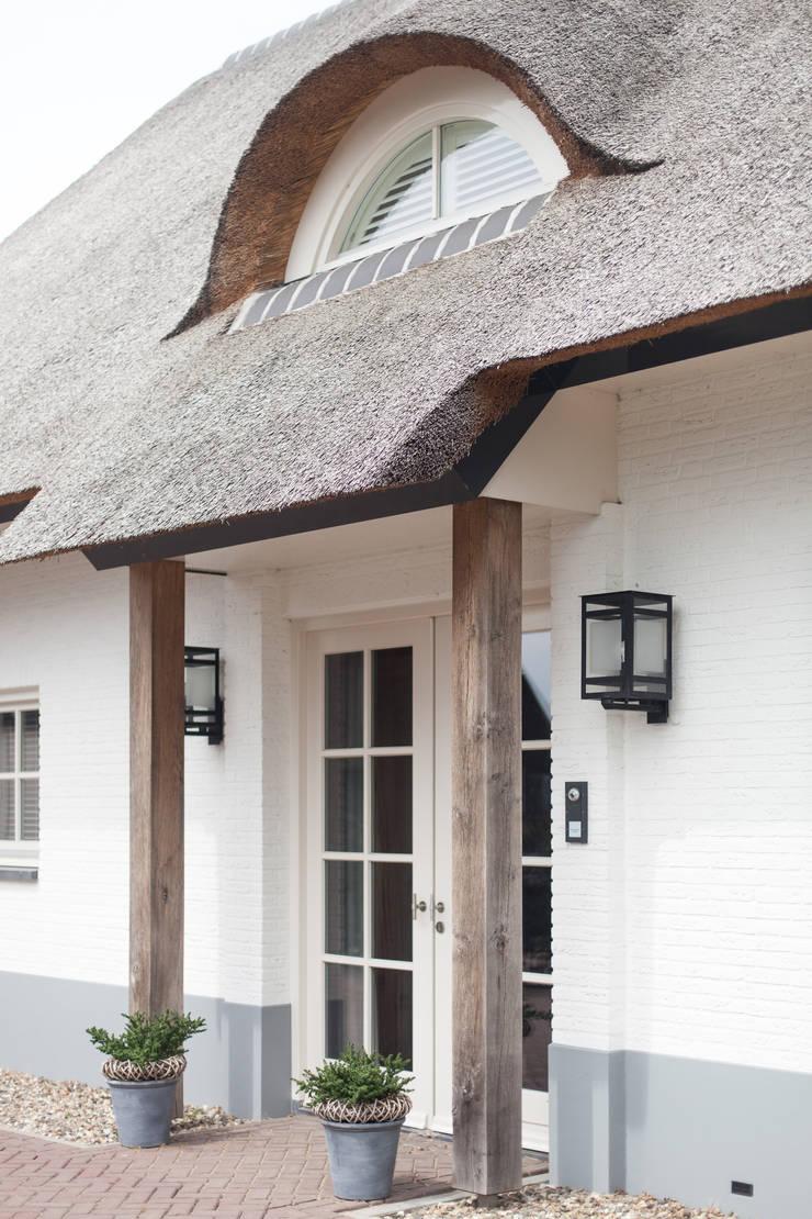 Entree:  Villa door Bob Romijnders Architectuur & Interieur, Landelijk