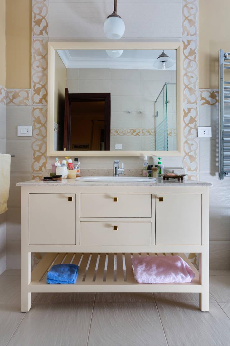 modern Bathroom by Mazura