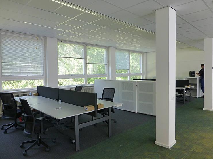 werkplekken bureaus per 4 werkplekken gekoppeld kantoorgebouwen door jan detz interieurarchitect
