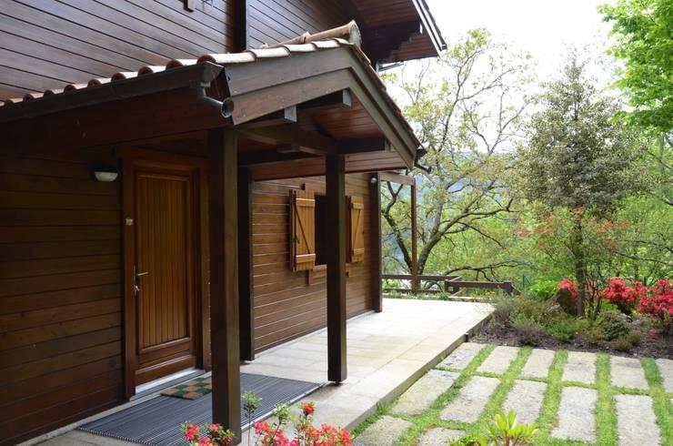RUSTICASA | Casa da Caniçada | Terras de Bouro: Casas de madeira  por Rusticasa