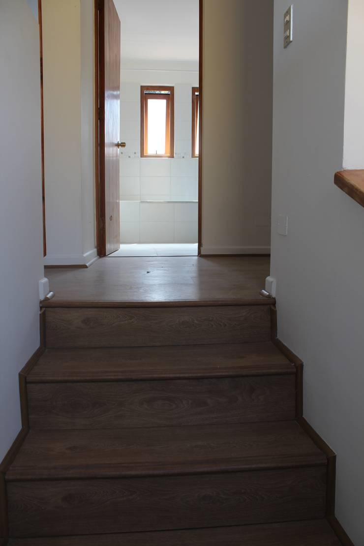 Remodelación Casa Lazo: Pasillos y hall de entrada de estilo  por ARCOP Arquitectura & Construcción