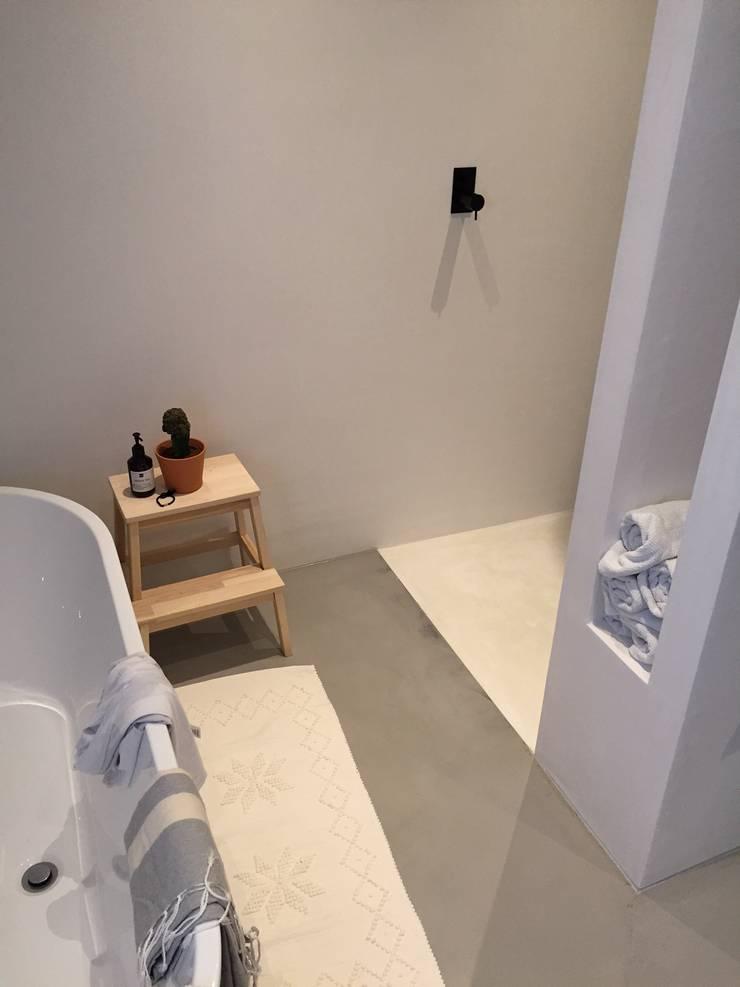 Marmerstuc badkamer Groningen:   door stucamor