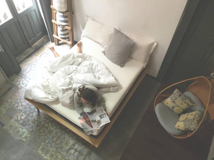 minimalistic Bedroom by Nezt Descanso