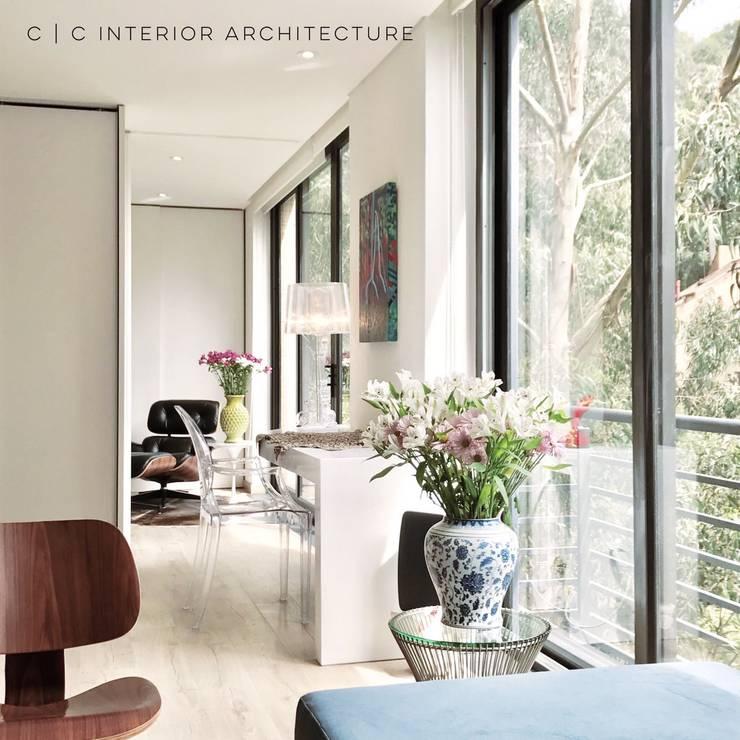 APARTAMENTO ROSALES | Residencial: Estudios y despachos de estilo  por C | C INTERIOR ARCHITECTURE , Moderno