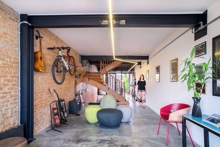 Phòng học/Văn phòng by ODVO Arquitetura e Urbanismo